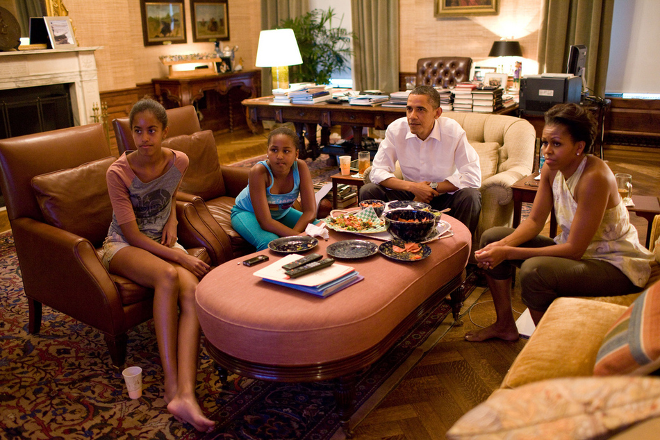 the-obamas-watching-the-womens-world-cup-game-16213-1310935560-3