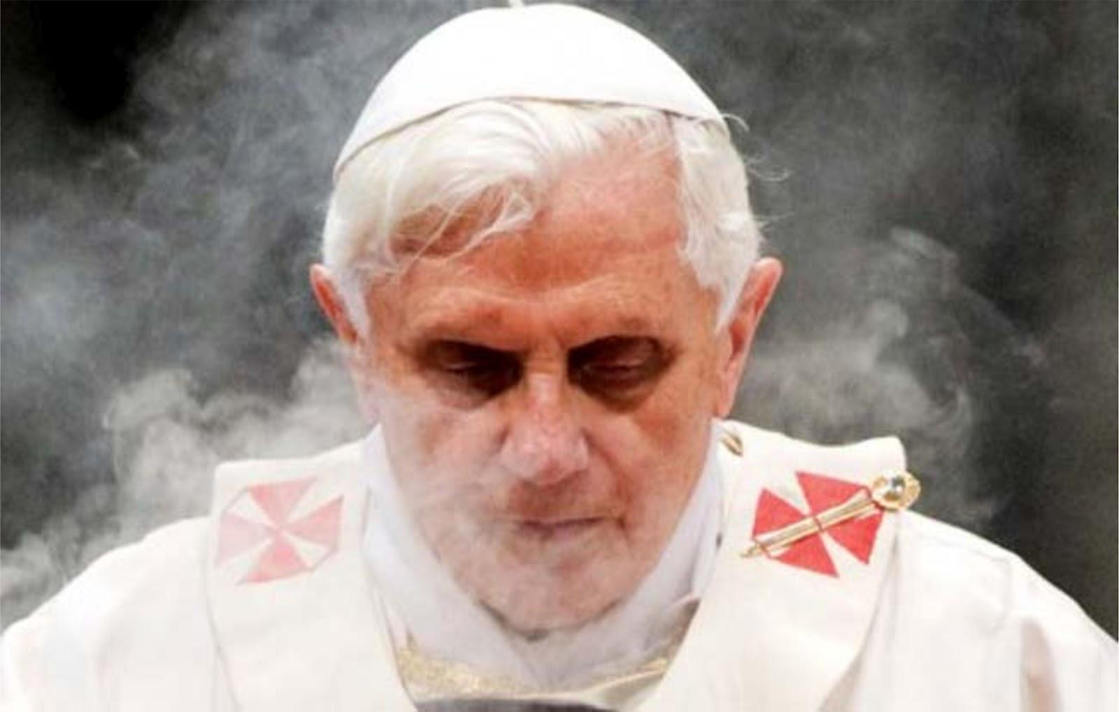 josef-ratzinger-pope-benedict-xvi-born-1927-mass-vatican-incense-1ab